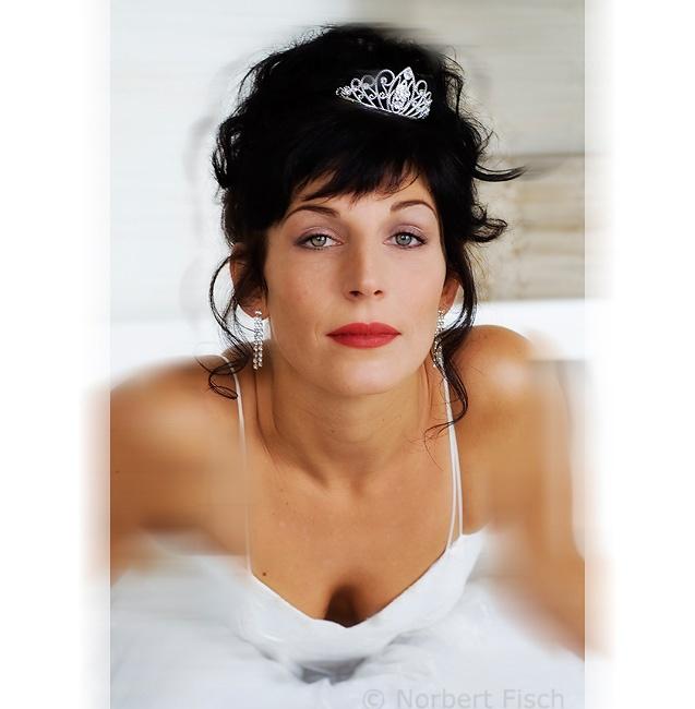 Brautstyling, Brautfrisur mit Diadem / Heidi Debbah Visagistin und Maskenbildnerin