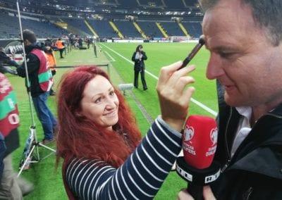 Touch-up bei RTL Sport Moderator Thomas Wagner / Heidi Debbah Visagistin und Maskenbildnerin