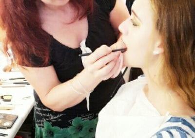 Arbeit am Fotomodel / Heidi Debbah Visagistin und Hairstylistin