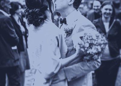 Brautpaar. Brautfrisur mit tiefem, lockigem Nackenknoten I Heidi Debbah, Maskenbildnerin & Visagistin