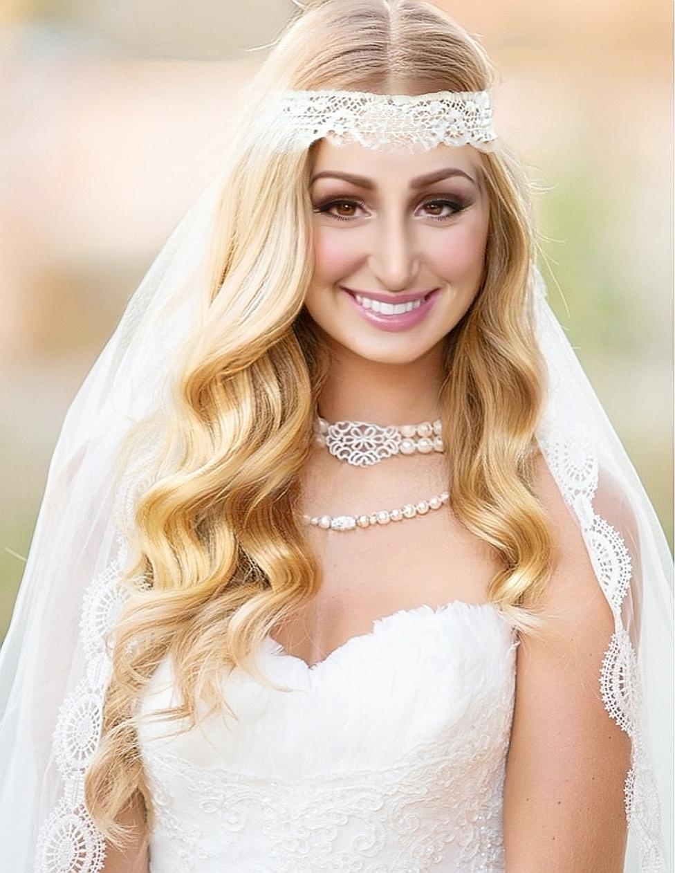 Braut mit offenen Haaren und Stirnband I Heidi Debbah, Maskenbildnerin & Visagistin